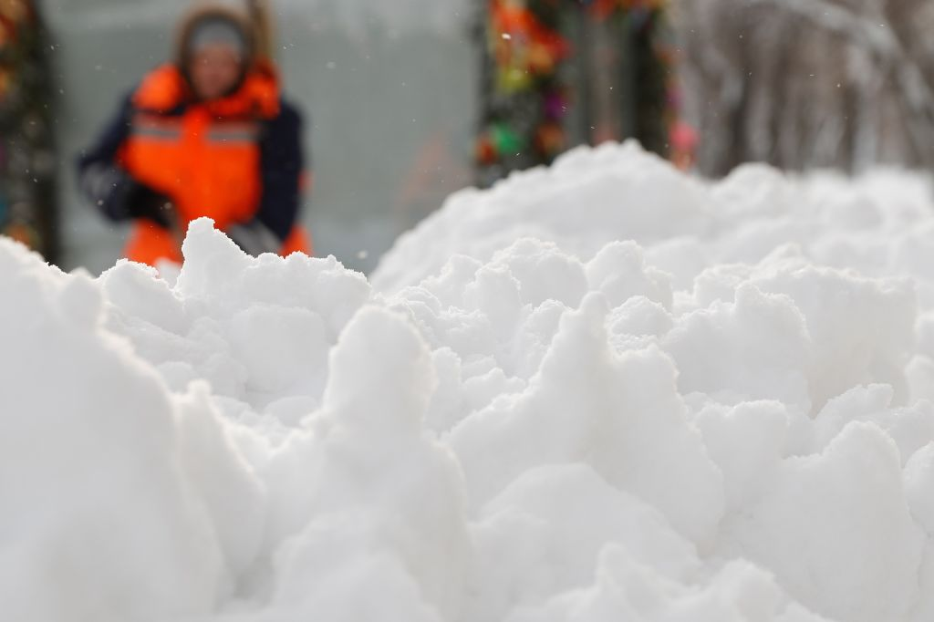 Moscow hit by snowfall